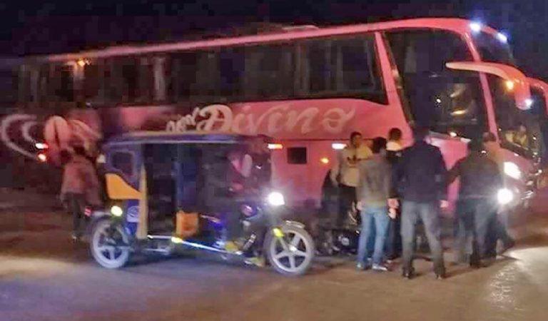 Joven motociclista muere tras chocar con bus