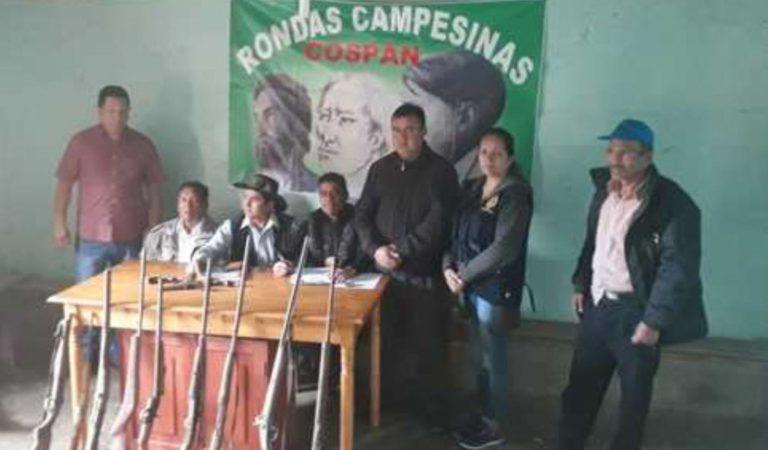Rondas campesinas entregan 12 armas de fuego a la Policía Nacional