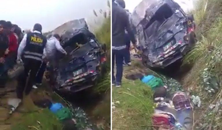 Cinco muertos y 13 heridos tras caída de combi a abismo en Cajamarca | VIDEO